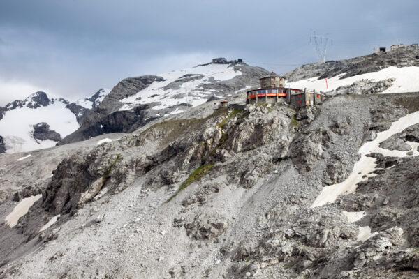 Rifugio Alpino Tibet Hutte al Passo dello Stelvio