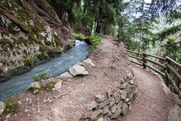 Roggia di Berkwaal - Trekking sopra a Sluderno in Val Venosta