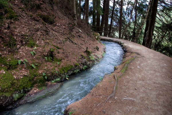 Trekking lungo il sentiero delle rogge di Sluderno