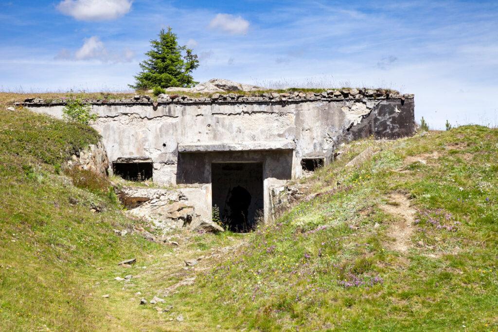 Accesso ai bunker in quota sullo sbarramento di Resia