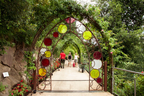 Accesso al Giardino degli Innamorati nei Giardini Botanici di Castel Trauttmansdorff