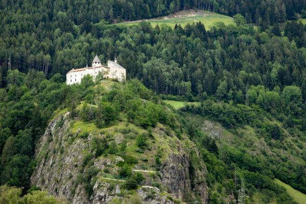 Castel Pietra su di uno sperone di roccia a Vipiteno