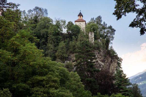 Castel San Zeno di Merano visto dal torrente Passirio