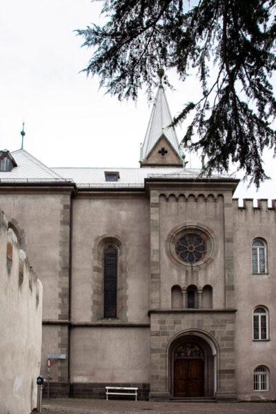 Chiesa del Sacro Cuore - Ingresso su piazza della Rena