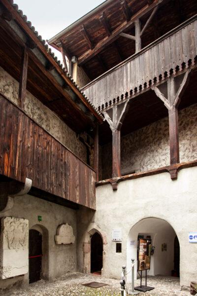 Cortile interno e porticati del Castello Principesco