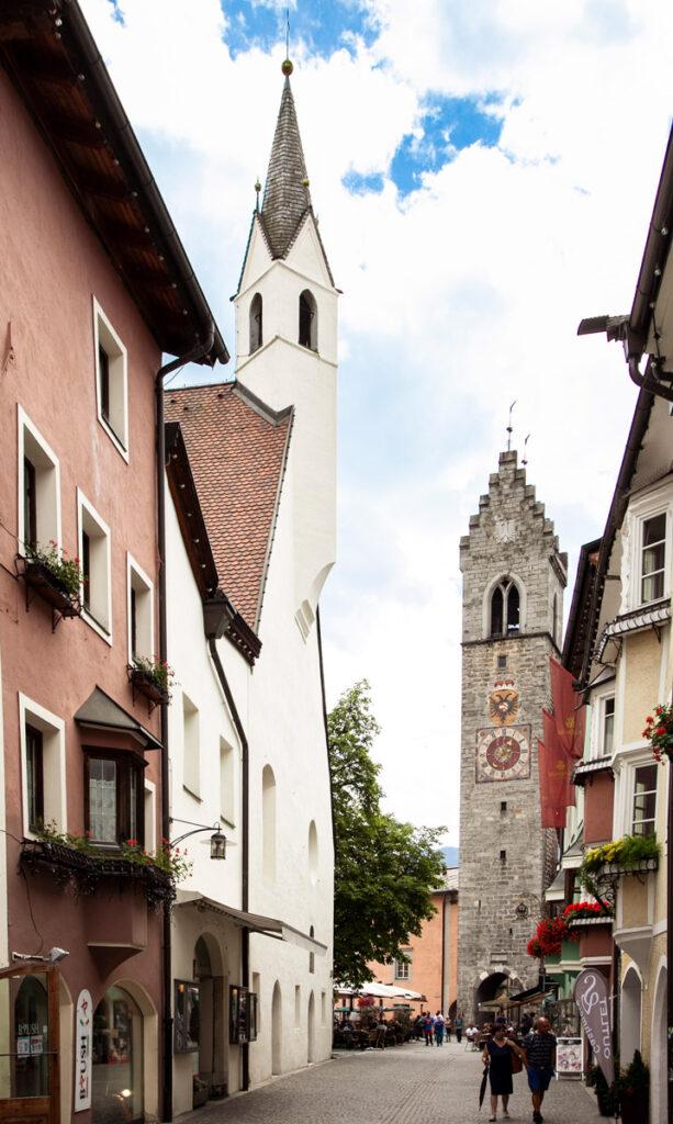 Facciata della Chiesa del Santo Spirito e Torre delle Dodici - Vipiteno