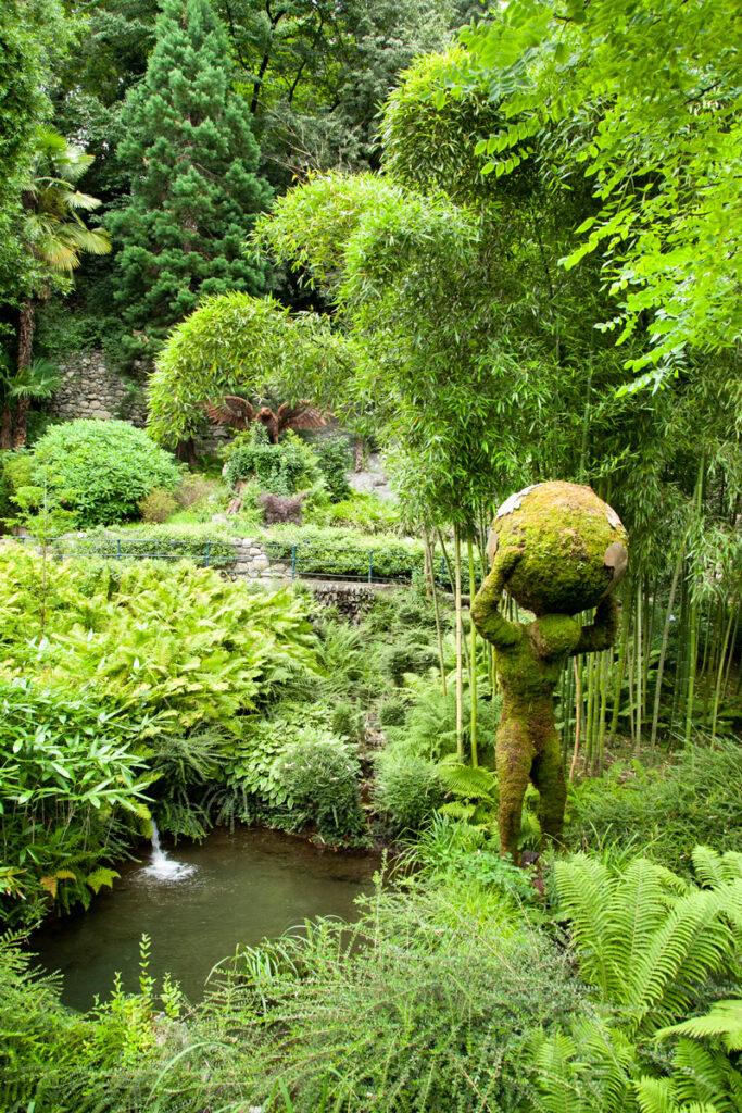 Gola della Gilf e statue verdeggianti - Statua di Atlante