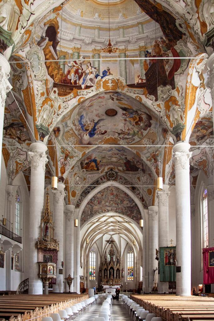 Navata interna della chiesa di Nostra Signora della Palude e Affreschi sulle volte