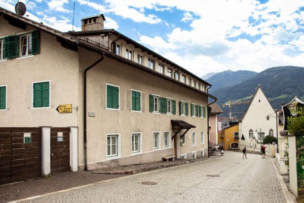 Ospedale Superiore e Tintoria all'ingresso della Città Vecchia
