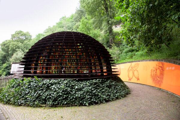 Padiglione le piante di autunno nel sentiero panoramico verso il binocolo di Matteo Thun