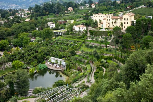 Panorama sul castello e sui giardini botanici di Castel Trauttmansdorff