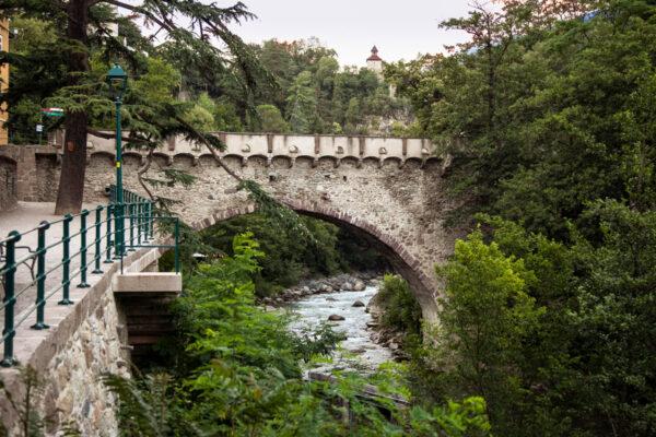 Ponte romano visto da passeggiata d'inverno