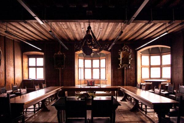 Sala del Consiglio del palazzo Comunale di Vipiteno - Rivestita in Legno