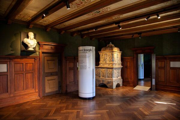 Sala dell'imperatore e stufa in ceramica
