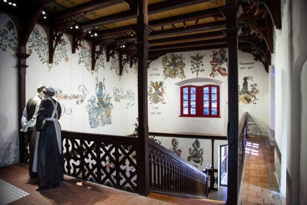 Scalinata del castello che conduce al portico esterno