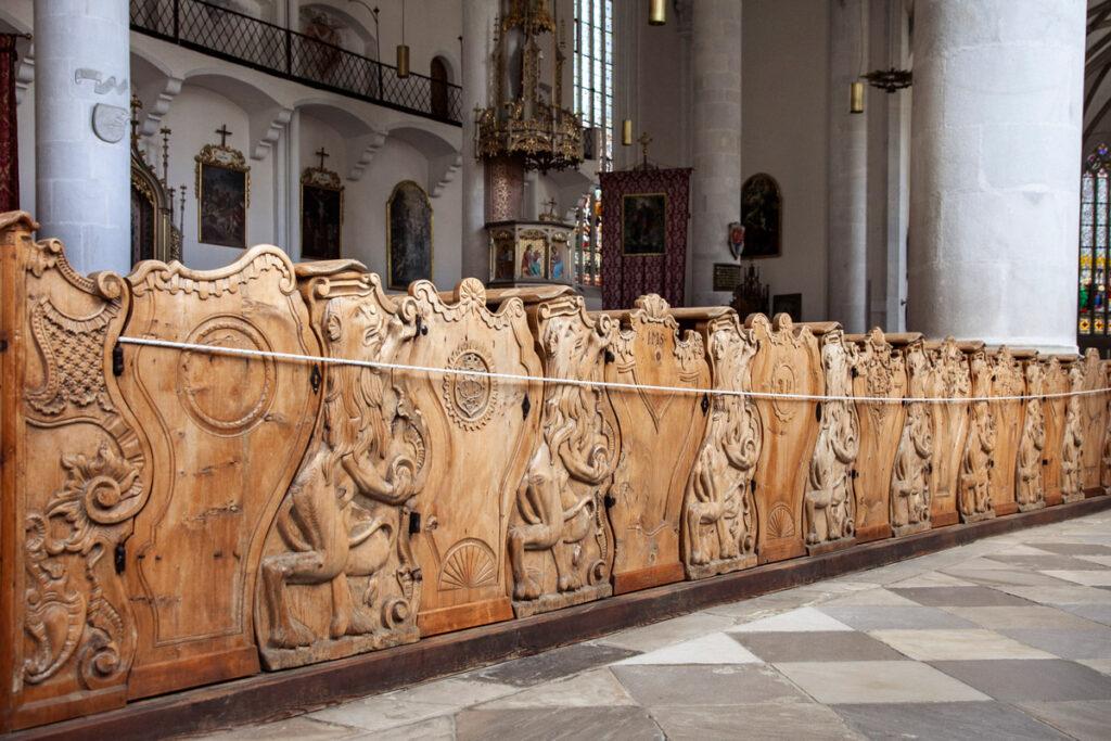 Scranni con legno intarsiato di Vipiteno