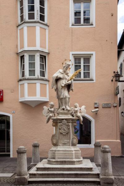 Statua di Giovanni Nepomuceno in Città Nuova