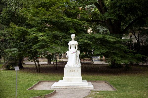 Statua di Sissi nel parco Elisabetta
