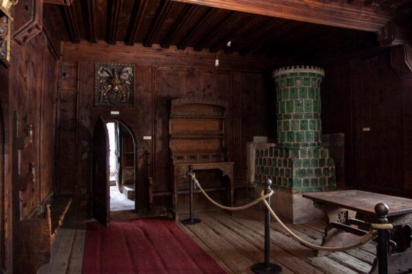 Stufe in maiolica dentro al castello principesco