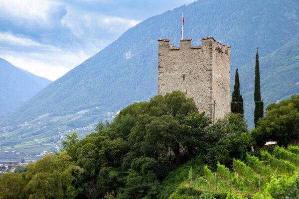 Torre delle Polveri sul centro storico di Merano