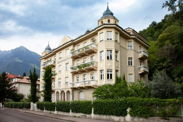 Villa Marchetti con gli erker agli angoli