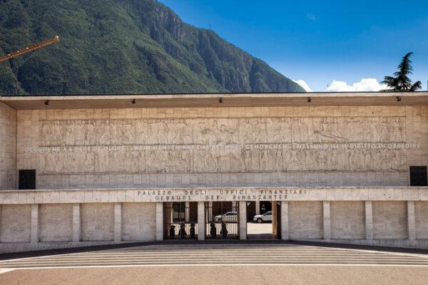 Bassorilievo fascista nella casa del fascio di Bolzano