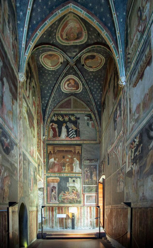 Cappella di San Giovanni con Affreschi giotteschi del trecento nella chiesa dei Domenicani