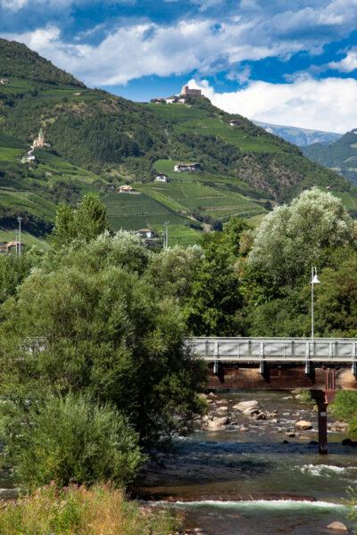 Castel Rafenstein sopra al torrente Talvera
