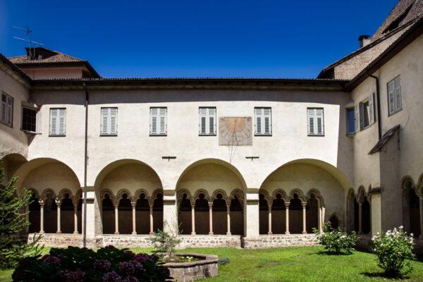 Chiostro dei Francescani di Bolzano con Meridiana