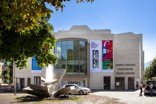 Facciata del Teatro Stabile di Bolzano