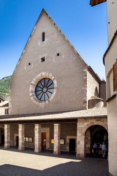 Facciata della chiesa del convento dei Francescani