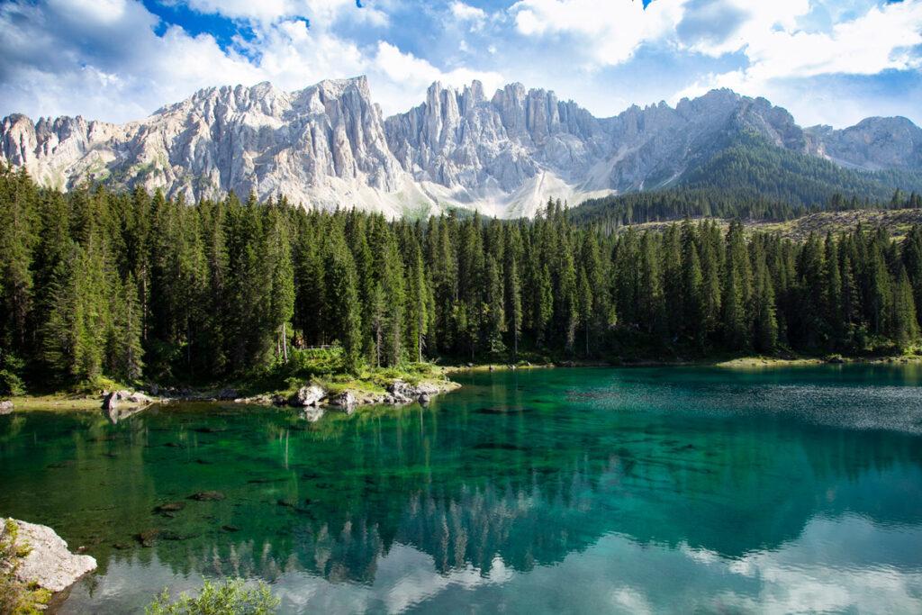 Le acque della leggenda della ninfa del Lago di Carezza