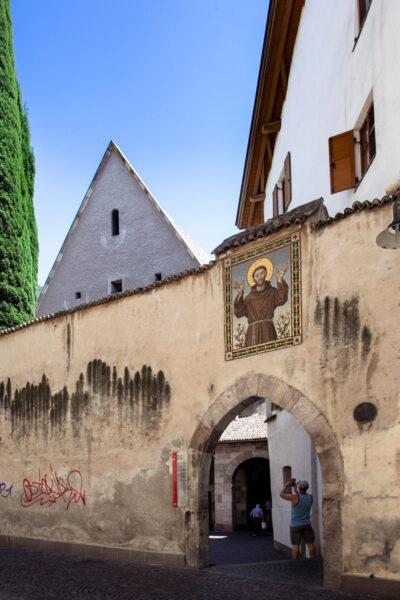 Mura esterne del convento dei Francescani