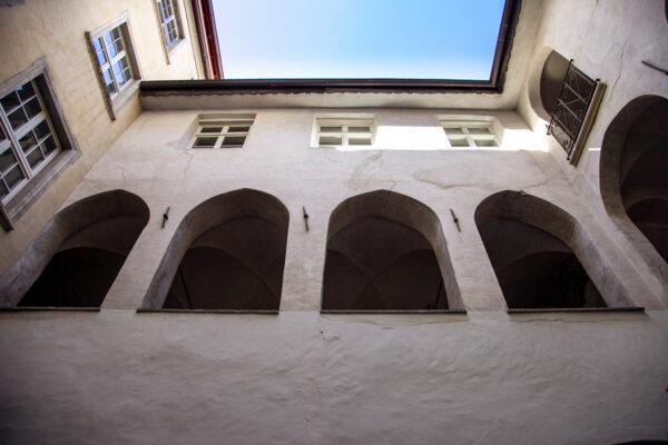 Porticato sul cortile interno dell'antico municipio