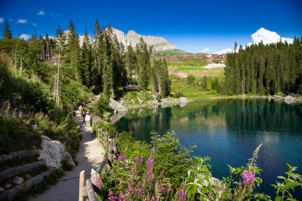 Sentiero intorno al lago di Carezza