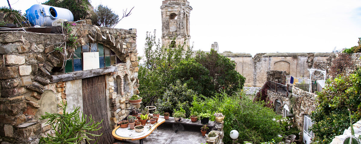 Campanile della chiesa di Sant'Egidio visto dal Giardino botanico