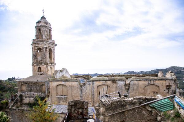 Chiesa di Sant'Egidio vista dal giardino tra i ruderi