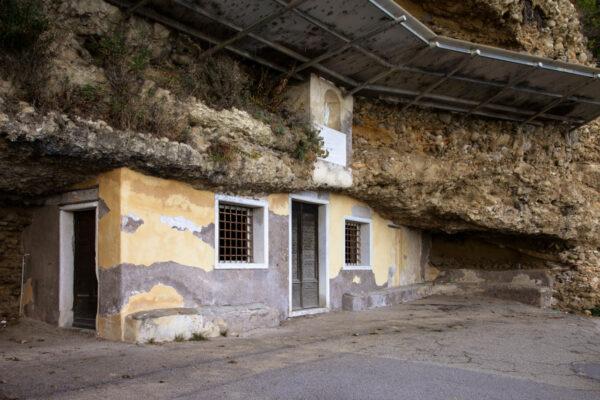 Ingresso al Santuario Grotta della Santissima Annunziata - Liguria