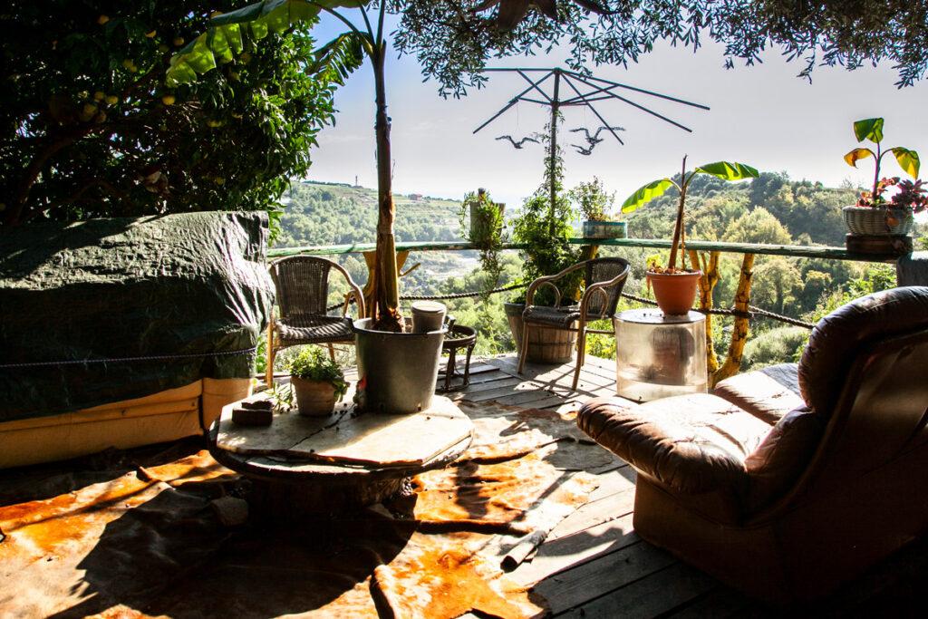 Le case degli hippy tra i ruderi di Bussana Vecchia