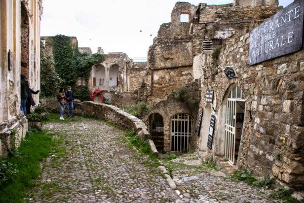 Passeggiata nel centro storico di Bussana Vecchia