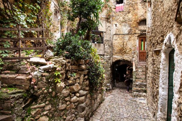 Vicoli e scalinate di Bussana Vecchia