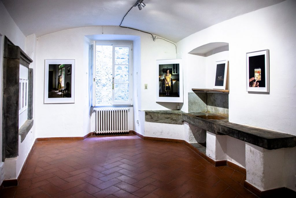 Allestimento mostra Conversations with Myself a palazzo Baldelli